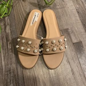 Metaphor NWT nude sandals. Size 10.